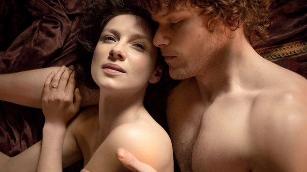 Jamie spoons Claire in bed