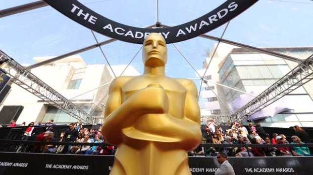 Oscars-red-carpet-atmosphere-trophy