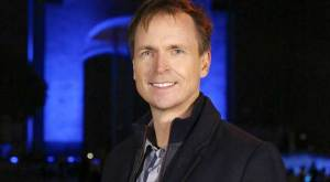 Phil-Keoghan-The-Amazing-Race