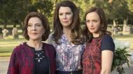 lauren graham gilmore girls a year in the life kelly bishop alexis bledel