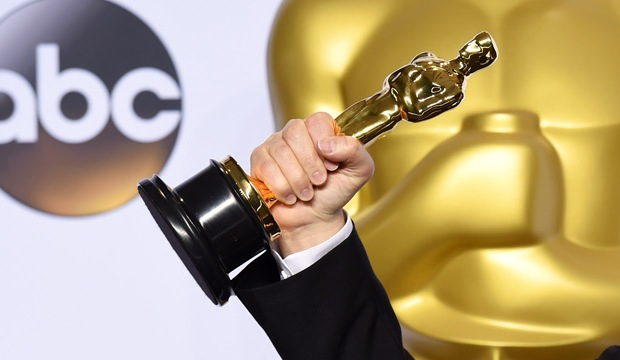best actor oscar winner holding statue