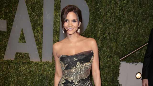 Razzies Flashback Halle Berry Wins For Catwoman Watch Goldderby