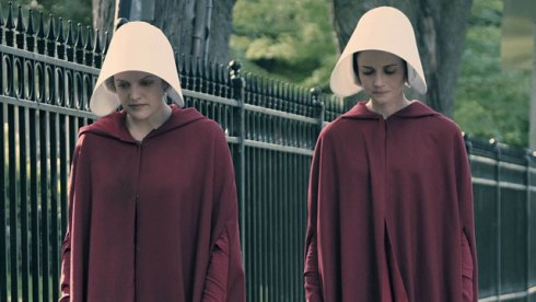 the-handmaids-tale-episode-1-elisabeth-moss