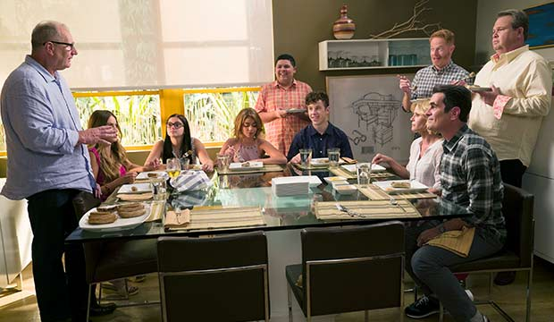 Ed O'Neill, Sofia Vergara, Ariel Winter, Sarah Hyland, Rico Rodriguez, Nolan Gould, Julie Bowen, Jesse Tyler Ferguson, Ty Burrell & Eric Stonestreet in 'Modern Family'