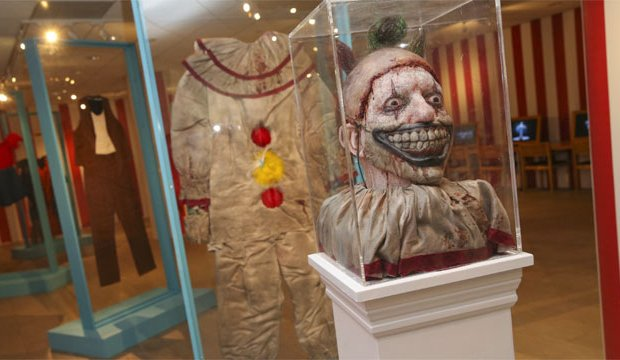 american-horror-story-costumes-twisty-the-clown