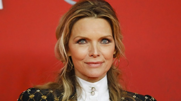 michelle-pfeiffer-mother-red-carpet