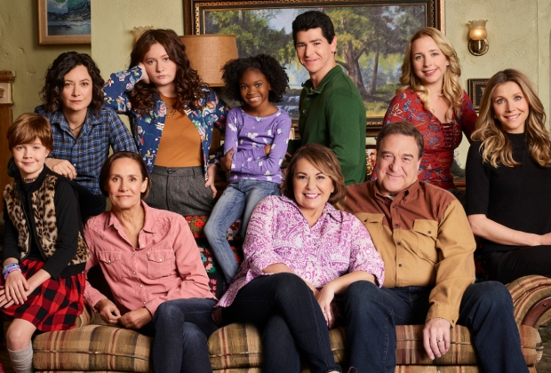 'Roseanne' cast on the couch