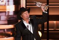 garth-brooks-cma-award-entertainer-of-the-year