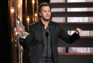 luke-bryan-entertainer-of-the-year-CMA