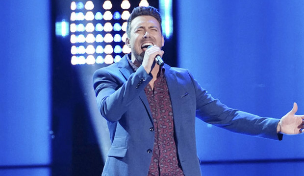 Blake Shelton and Adam Levine argue over Steve Memmolo during 'The Voice' knockouts: 'He looks like Ben Affleck!'