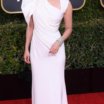 Golden-Globes-red-carpet-Sandra-Oh
