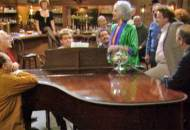 The-Golden-Girls-Episodes-Journey-to-the-center-of-attention