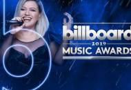 Kelly Clarkson hosting the Billboard Music Awards 2019