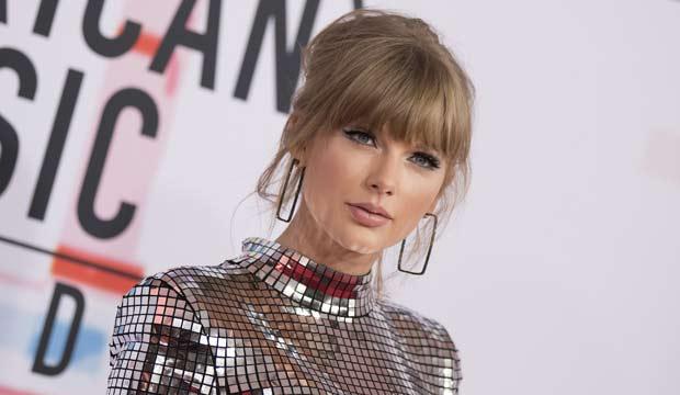 Taylor Swift at the AMAs 2018