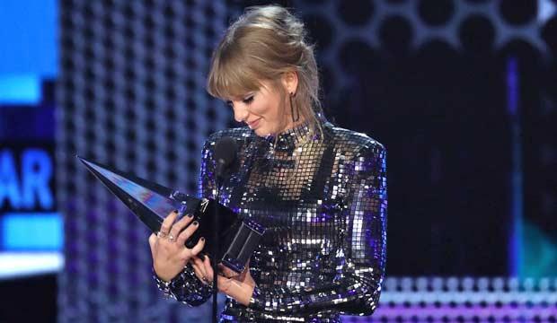 Taylor Swift at American Music Awards 2018