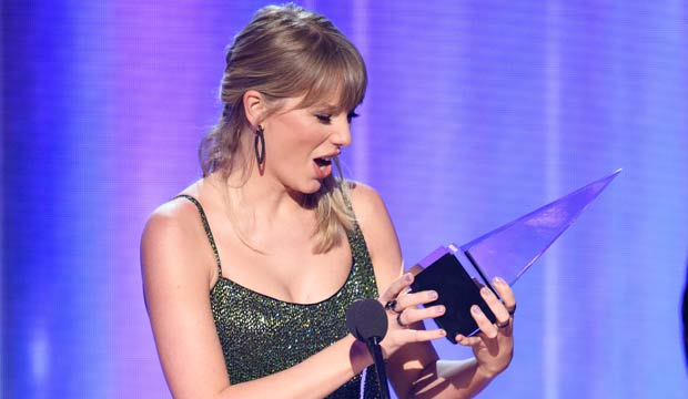 Taylor Swift Wins At American Music Awards 2019 In A Clean Sweep Goldderby