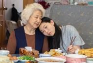 Zhao Shuzhen and Awkwafina, The Farewell