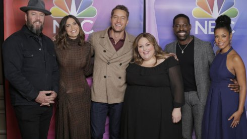 """NBCUNIVERSAL EVENTS -- NBCUniversal Press Tour, January 11, 2020 -- Pictured: NBC' s """"This Is Us"""" cast (l-r) Chris Sullivan, Mandy Moore, Justin Hartley; Dan Fogelman, Executive Producer; Chrissy Metz, Sterling K. Brown, Susan Kelechi Watson -- (Photo by: Chris Haston/NBCUniversal)"""