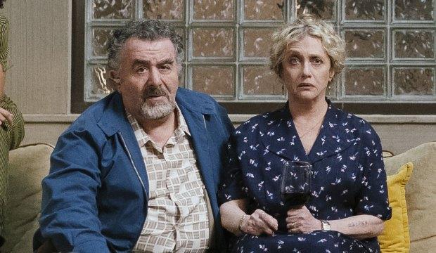 Saul Rubinek and Carol Kane in Hunters