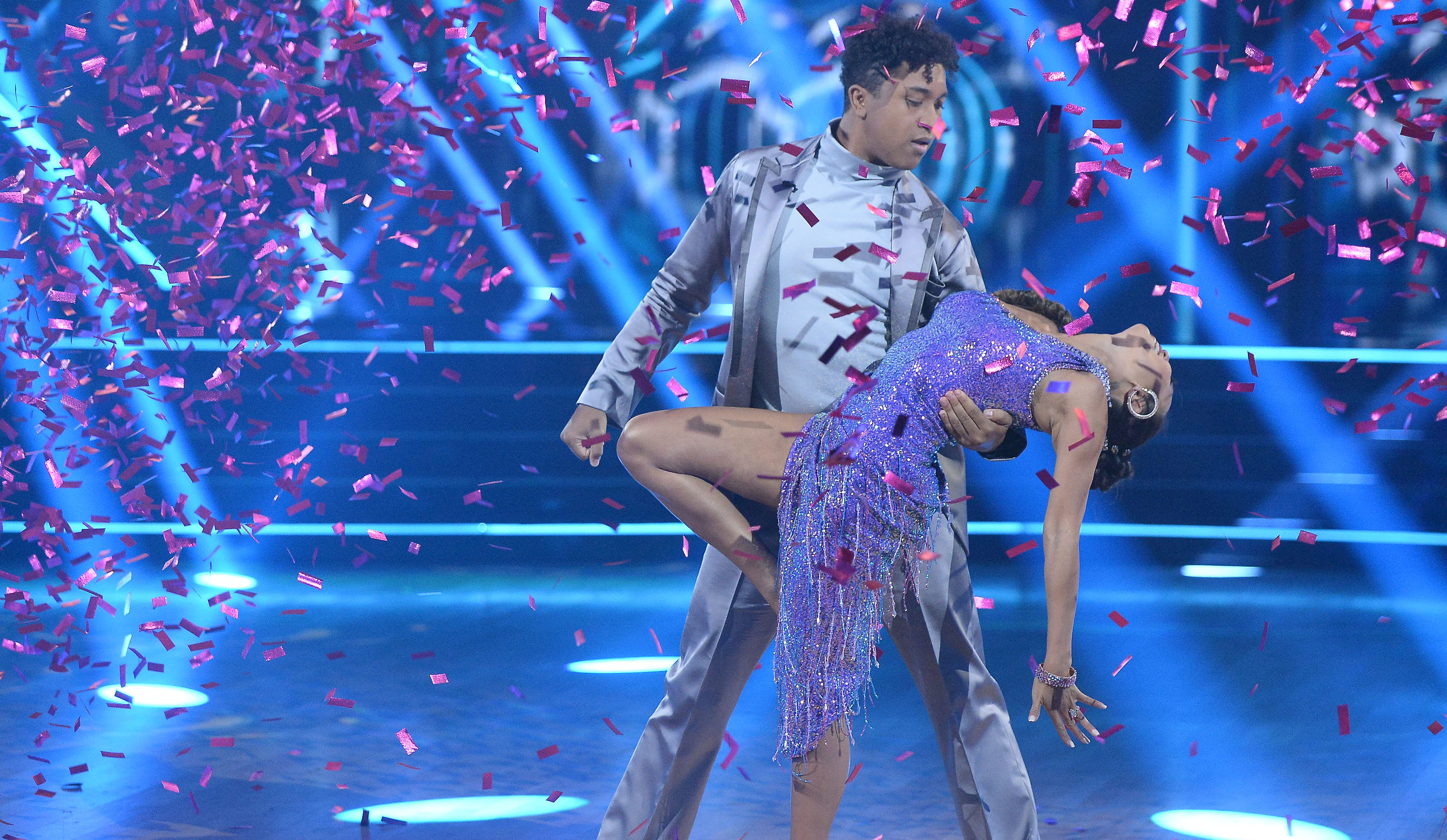 'Dancing with the Stars' recap: Who went from zero to hero on 'Disney Night,' and who was kicked out of the Mouse House? [UPDATING LIVE BLOG]