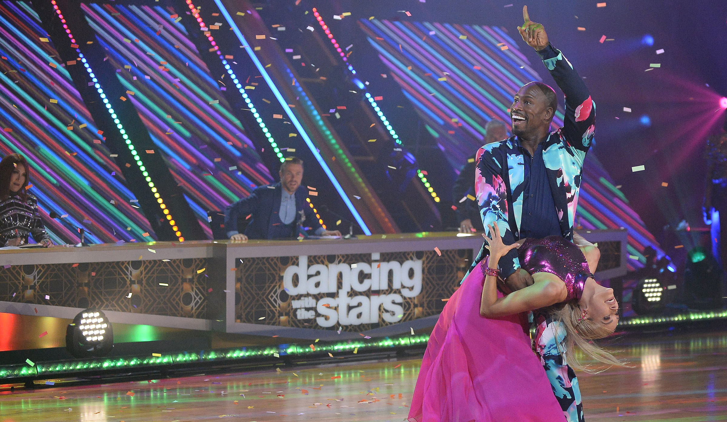 Was Vernon Davis robbed on 'Dancing with the Stars'? Most fans say he should've stayed in the competition [POLL RESULTS]