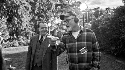 David Fincher directs Gary Oldman in Mank