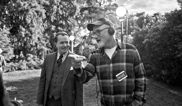 David Fincher directs Gary Oldman in Mank