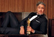 Taika Waititi with his Oscar