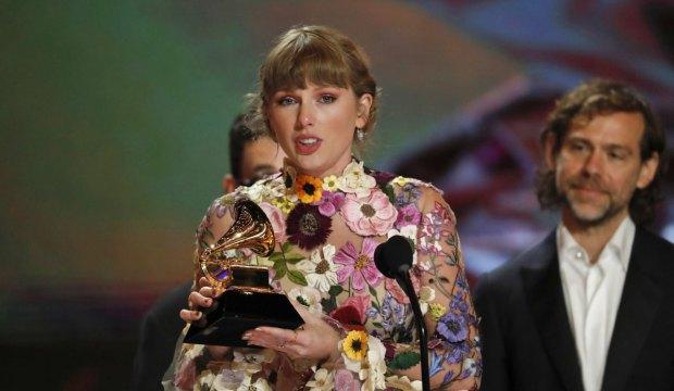 Taylor Swift at Grammys 2021